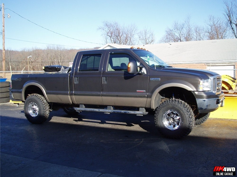 "2005 Ford F-250 Super Duty with 6"" Fabtech Radius Arm Kit"