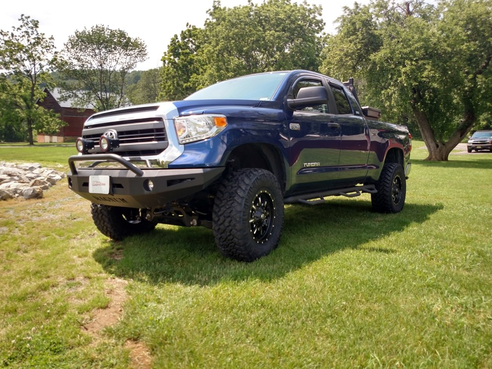 2014 Toyota Tundra with BDS Suspension