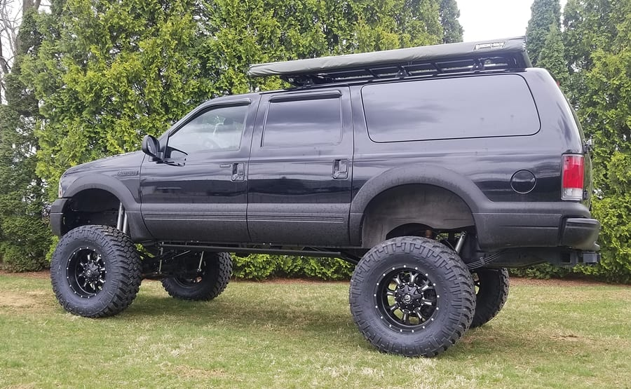 "2005 Ford Excursion 12"" Lift"